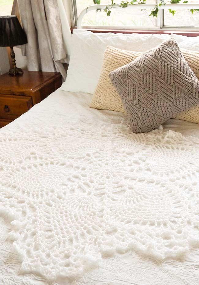 Trabalho em crochê para decorar o centro da cama!