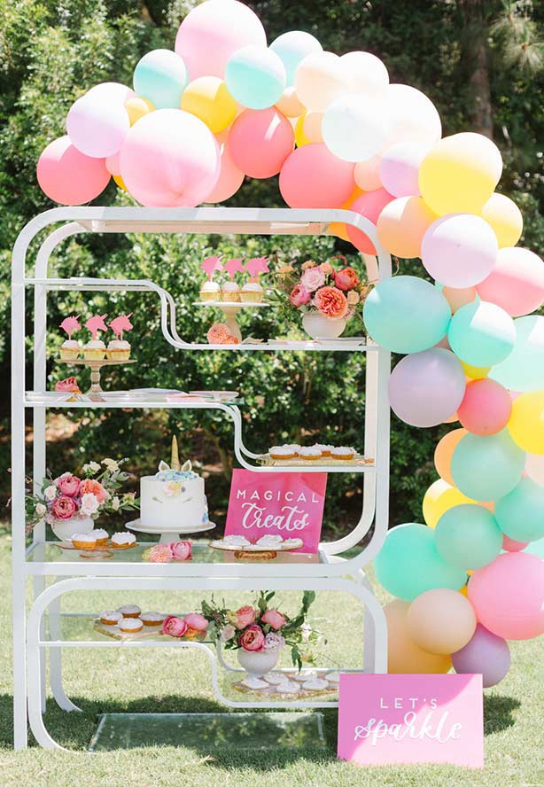 Flores, balões e unicórnios