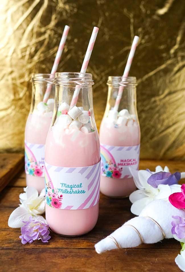 Milkshakes encantados com as cores da festa
