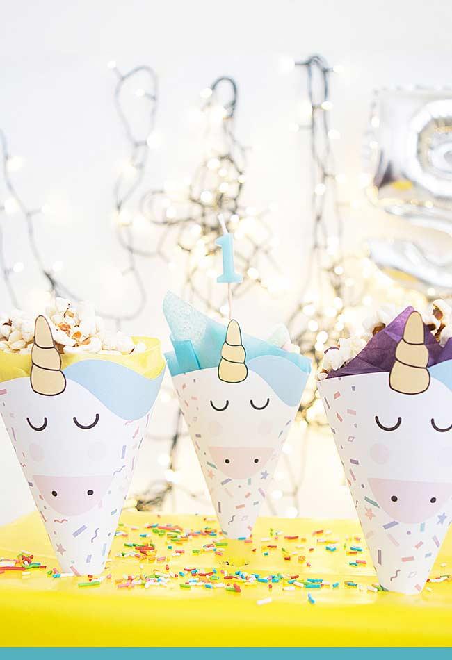Caixinhas e chapéuzinhos para a decoração da festa