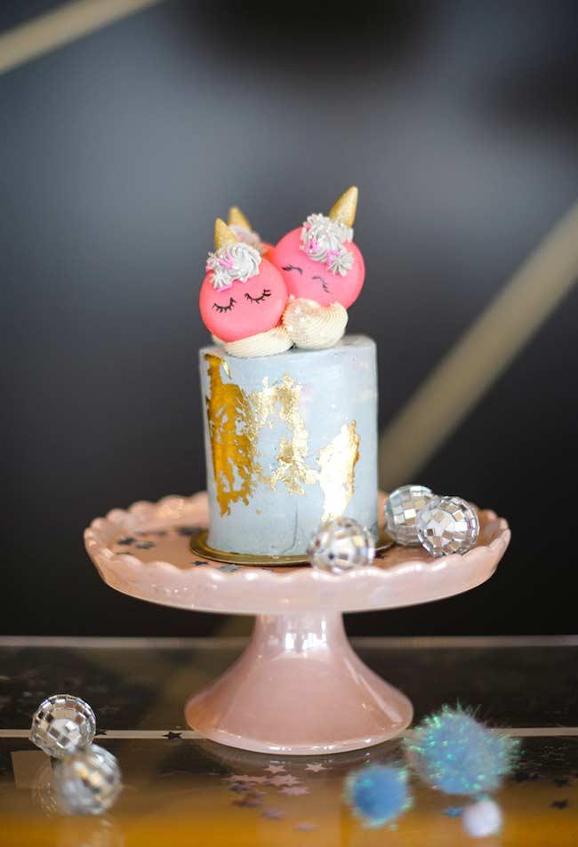 Macarons no topo do bolo