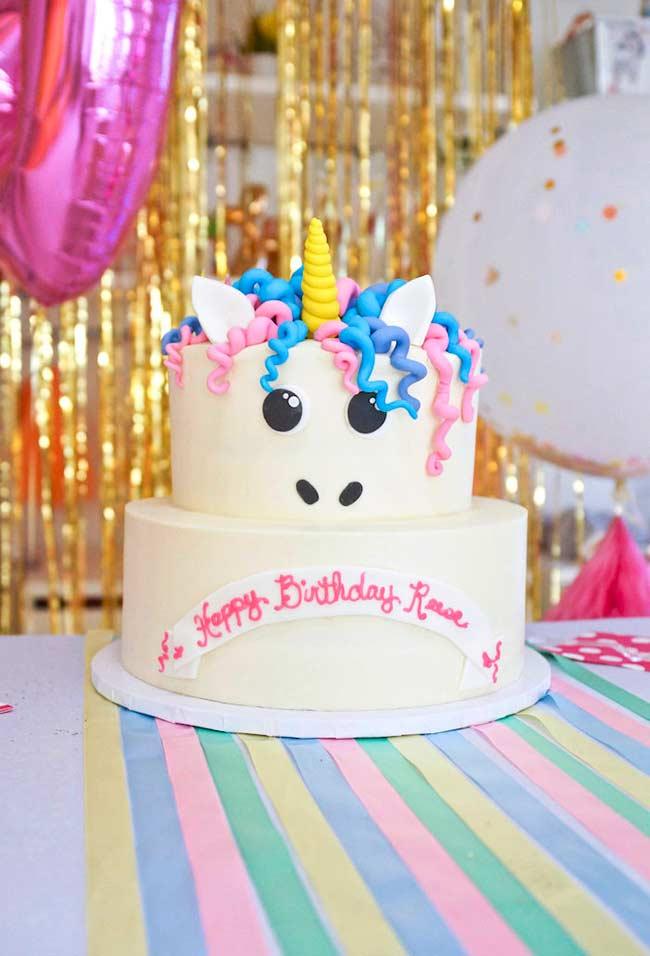 Cachinhos coloridos no topo do bolo