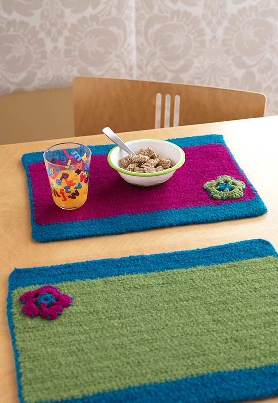 Use diferentes cores para fazer um jogo americano divertido para a mesa.