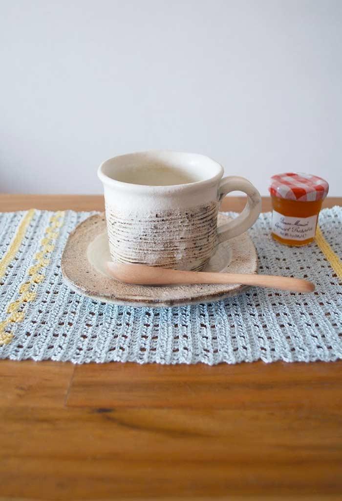 Toda a delicadeza de um trabalho de crochê para incrementar a decoração da mesa.