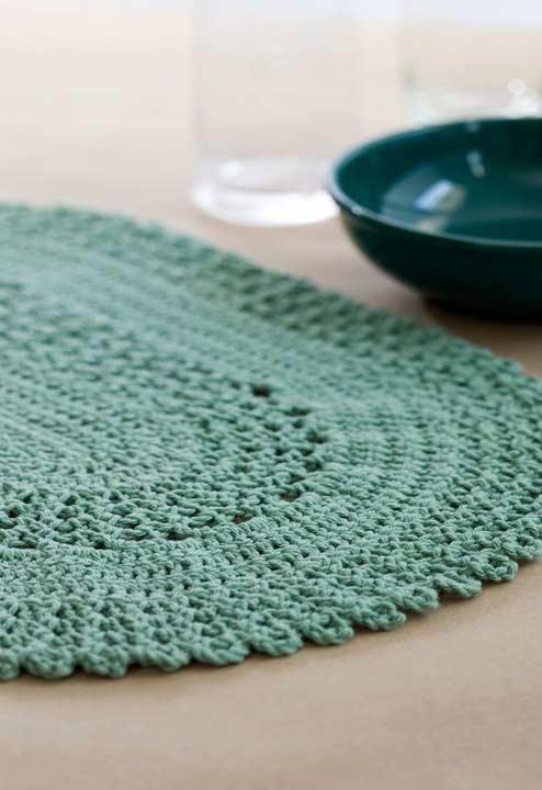 Jogo americano de crochê feito com fio verde água.
