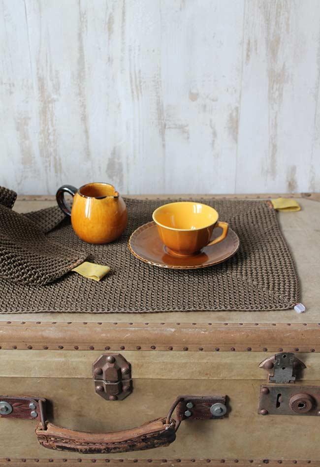Proteja a mesa com o jogo americano de crochê: uma opção prática e barata.
