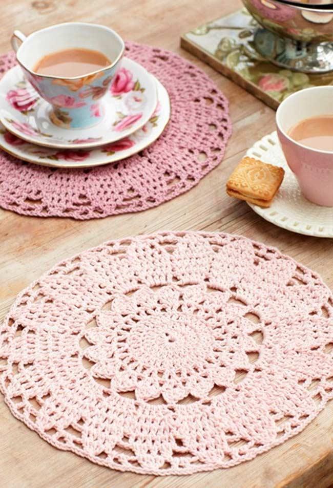Jogo americano de crochê feminino com tons de rosa
