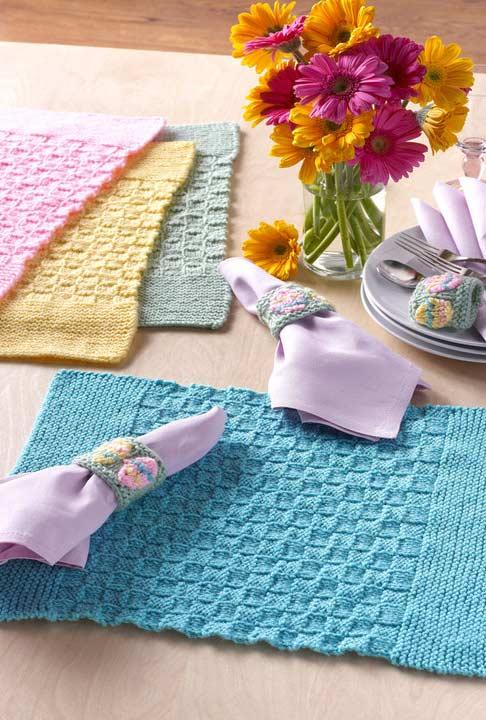 Um jogo de cada cor para decorar a mesa