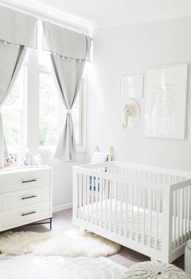 Quarto de bebê pequeno off-white