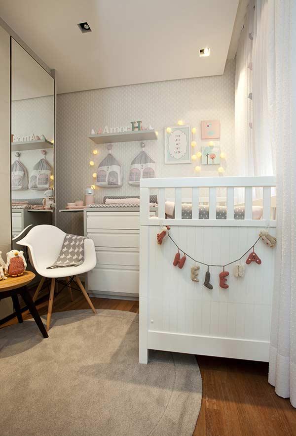 Ideias de quarto de bebê pequeno cinza com as cores da terra