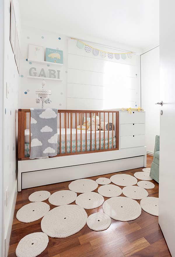 Tapete irregular e diferente na decoração do quarto de bebê