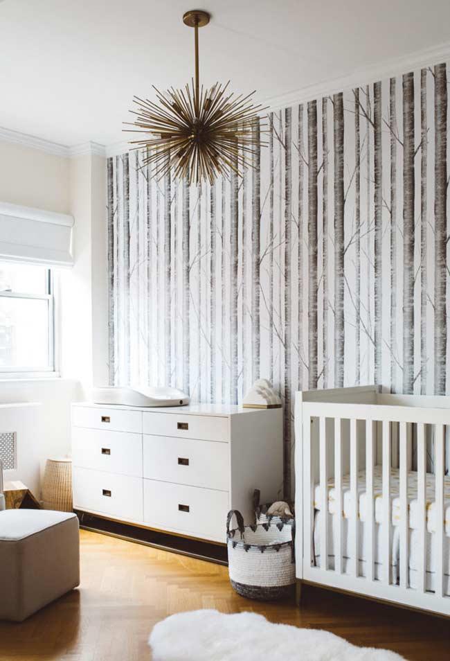 Branco e madeira para quarto de bebê pequeno