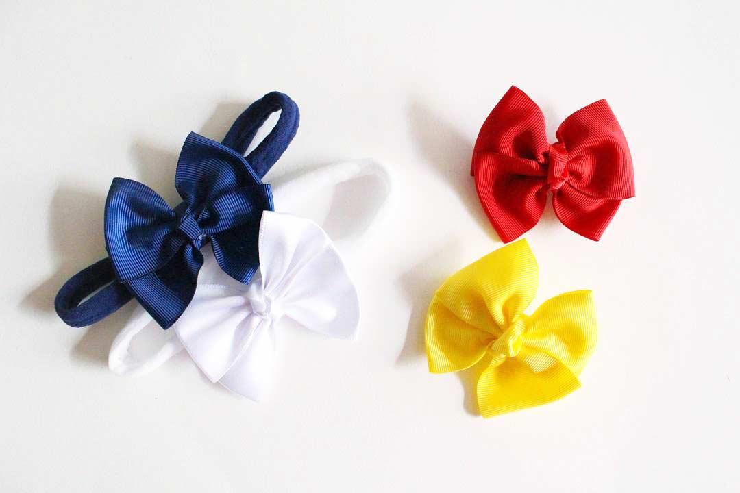 Laços de tecidos coloridos