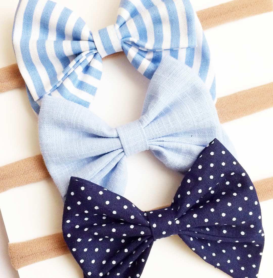 Diferentes tonalidades do azul em laços de tecido