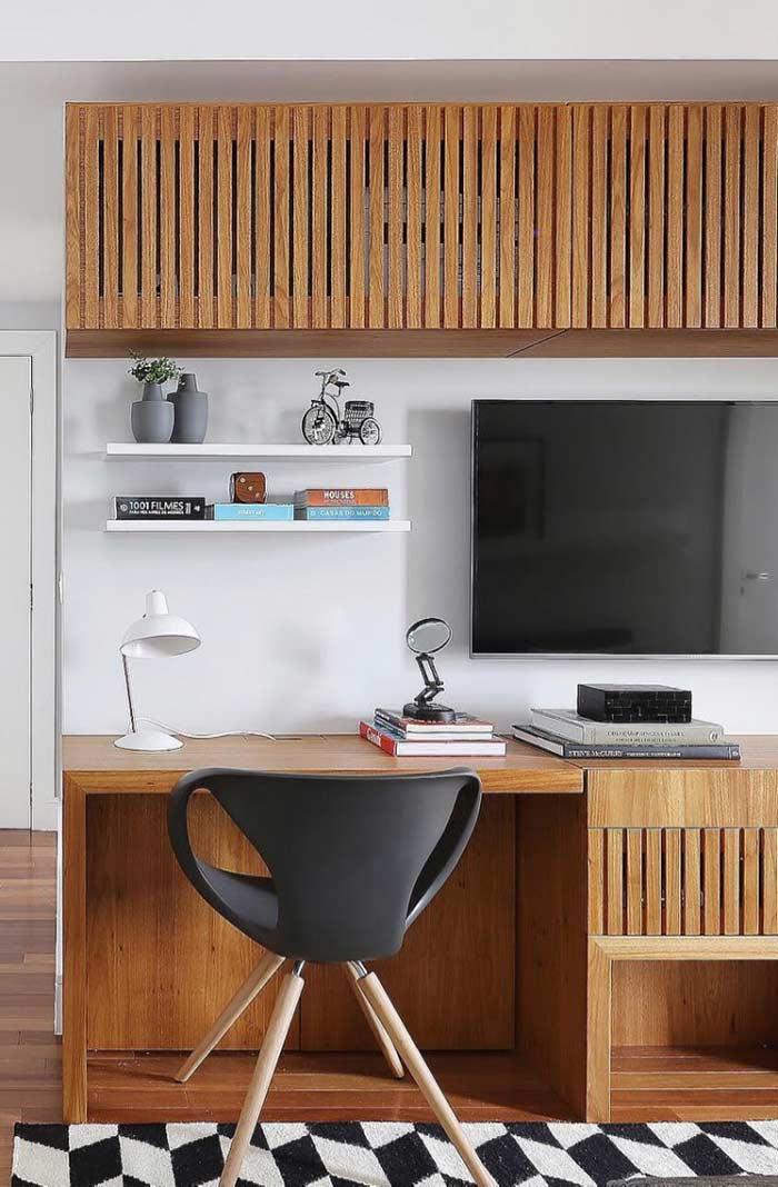 Monte um painel com espaço para home office