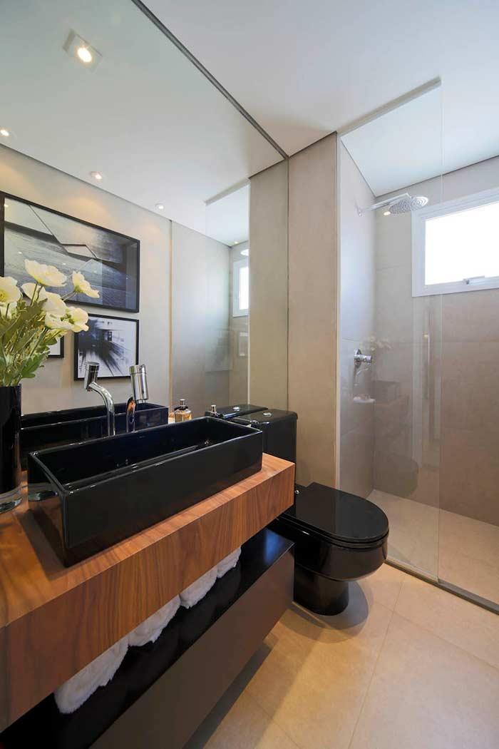 Banheiro com porcelanato que imita cimento queimado