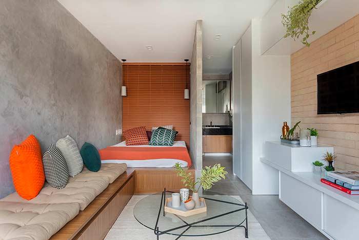 Apartamento pequeno decorado com cimento queimado