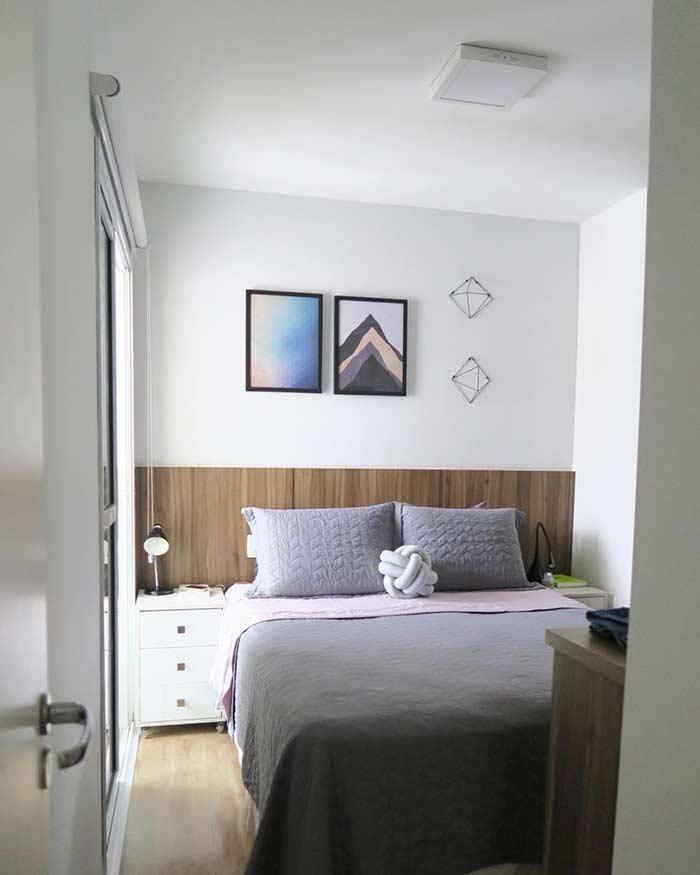 Decoração de quarto simples com quadros decorativos