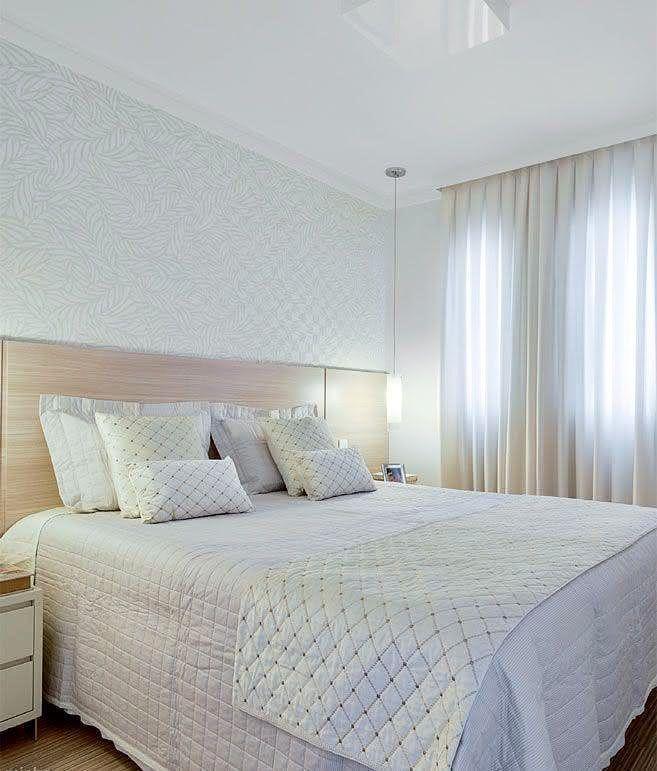 Papel de parede no quarto simples