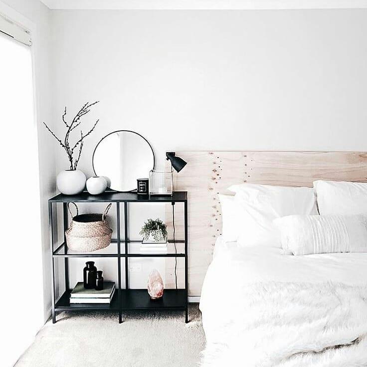Estilo escandinavo em decoração simples para quarto