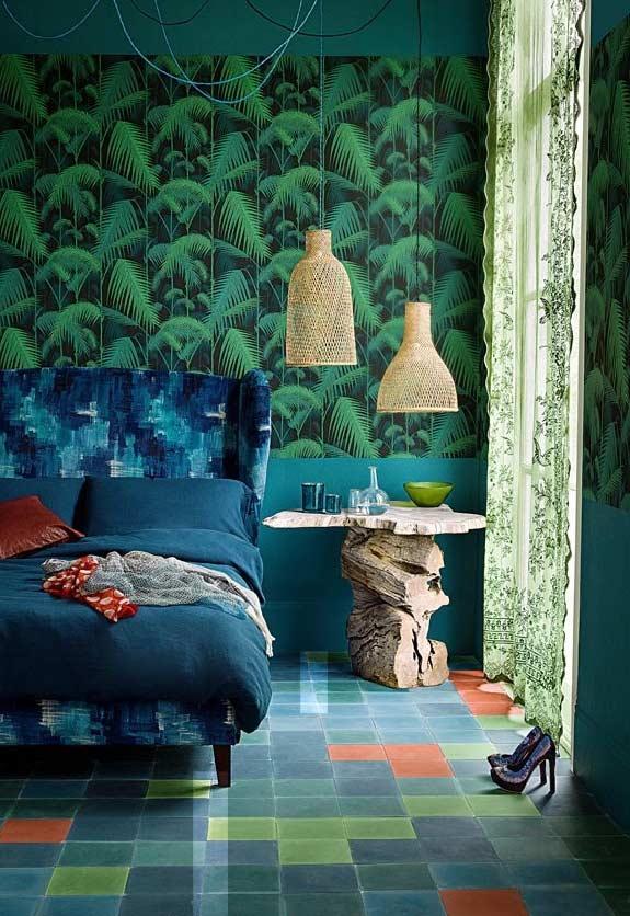 Verde + azul + vermelho na decoração deste quarto