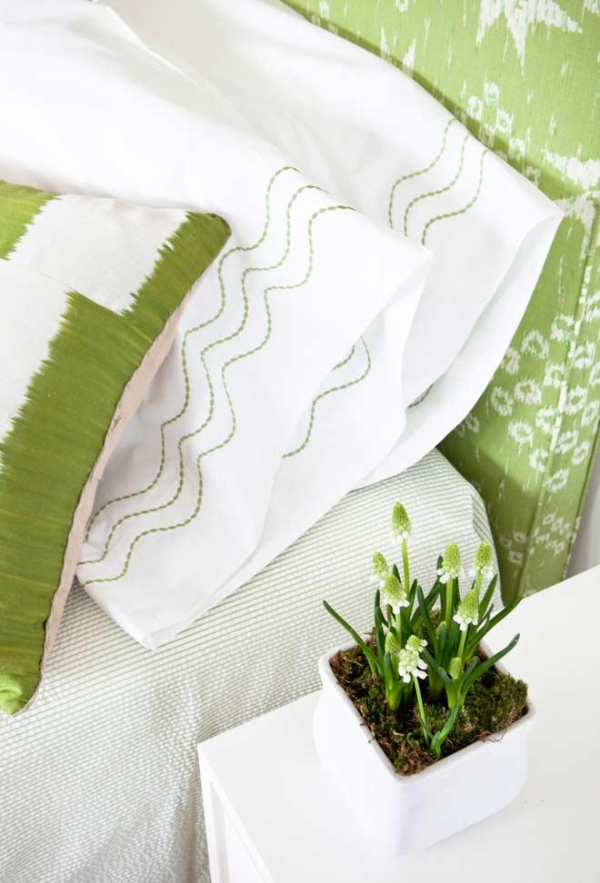 Verde e branco para um quarto tranquilo e alegre