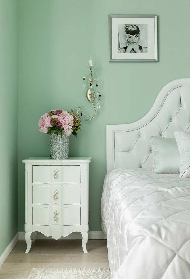Tons claros de verde na decoração do quarto