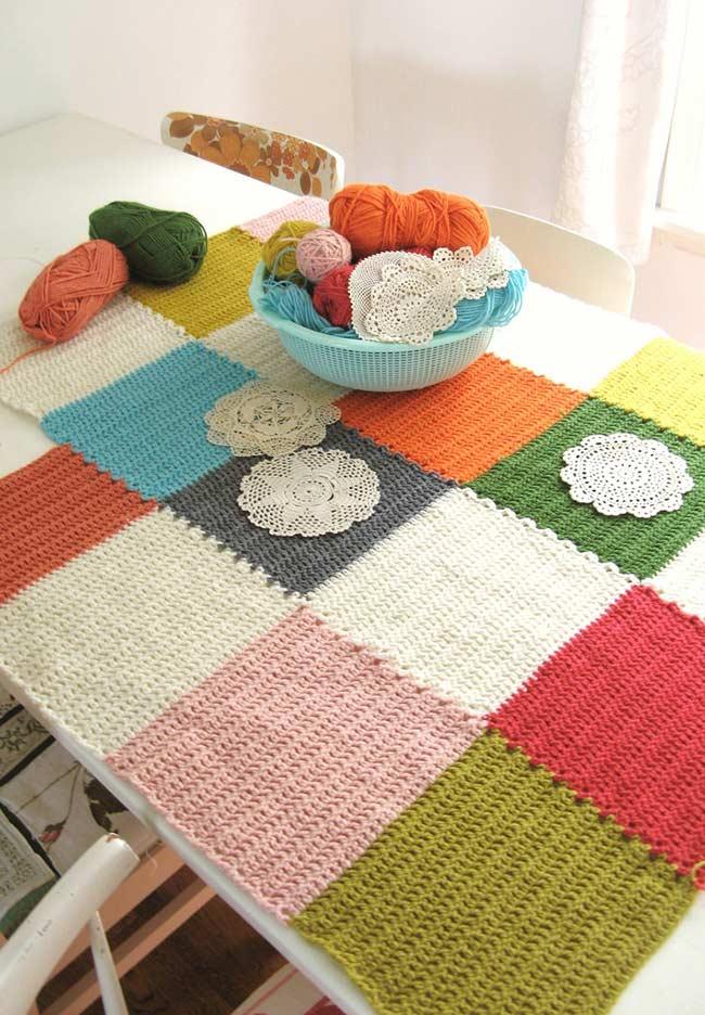 padronagem colorida em formato quadricular na toalha