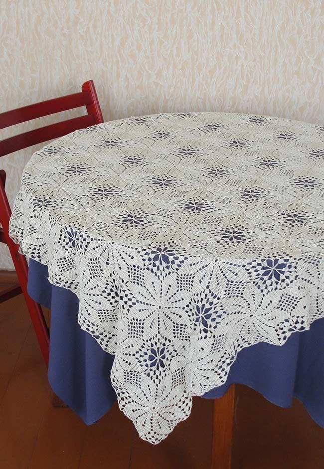 Flores para uma mesa redonda.