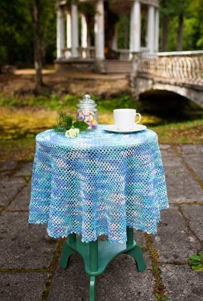 Toalha de crochê com degradê azul