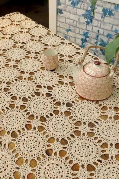 Toalha de crochê delicada para mesa