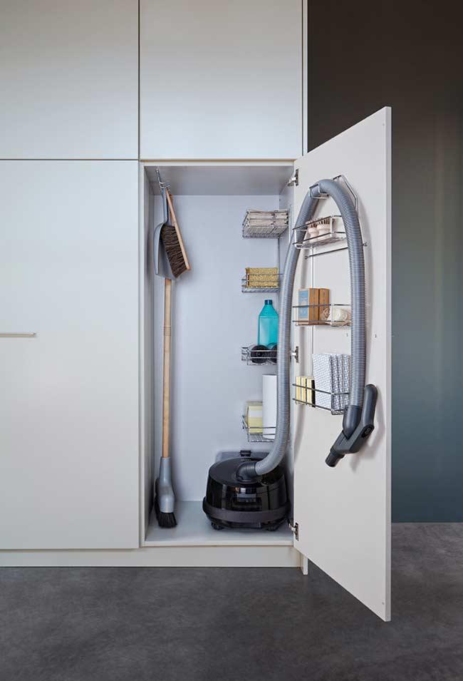 Espaço para produtos e utensílios de limpeza