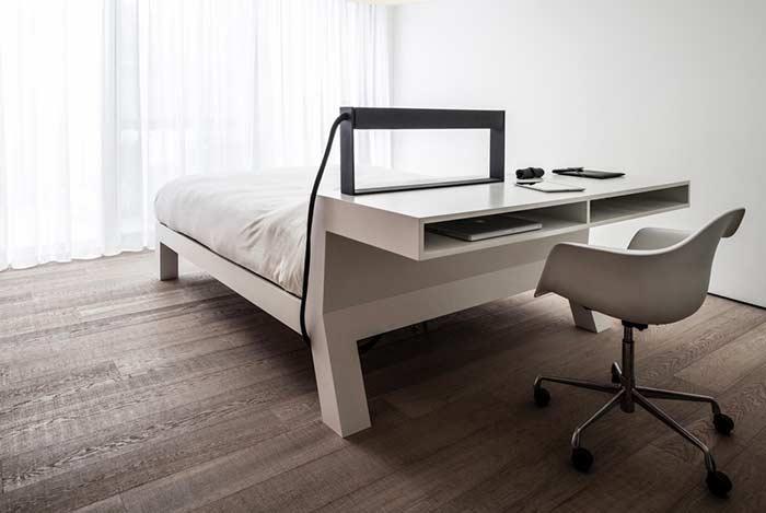 Cabeceira de madeira com escrivaninha