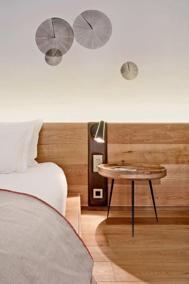 Cabeceira de madeira com detalhes