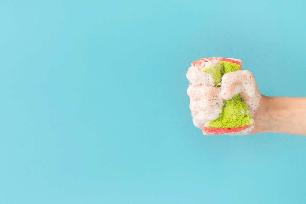 Como limpar porcelanato: esponja