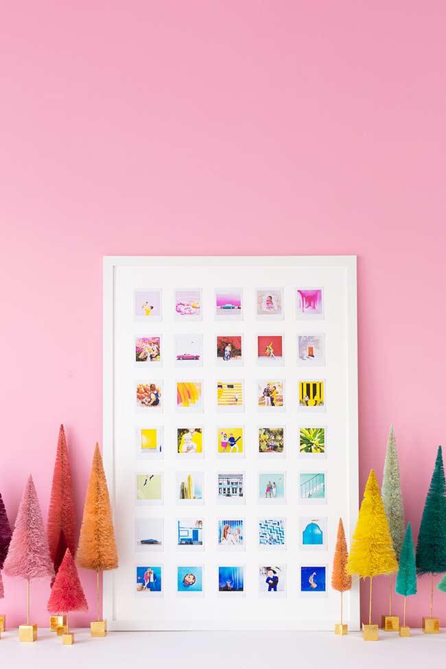 Painel emoldurado com fotos num tamanho padrão e dispostas em arco-íris