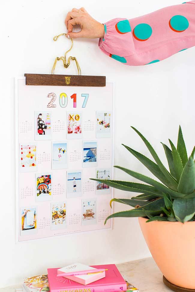 Uma lembrança por mês: juntando um painel de fotos com calendário anual