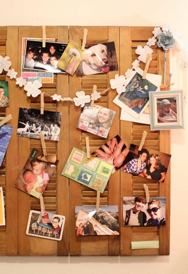 Painel de fotos em janela de madeira