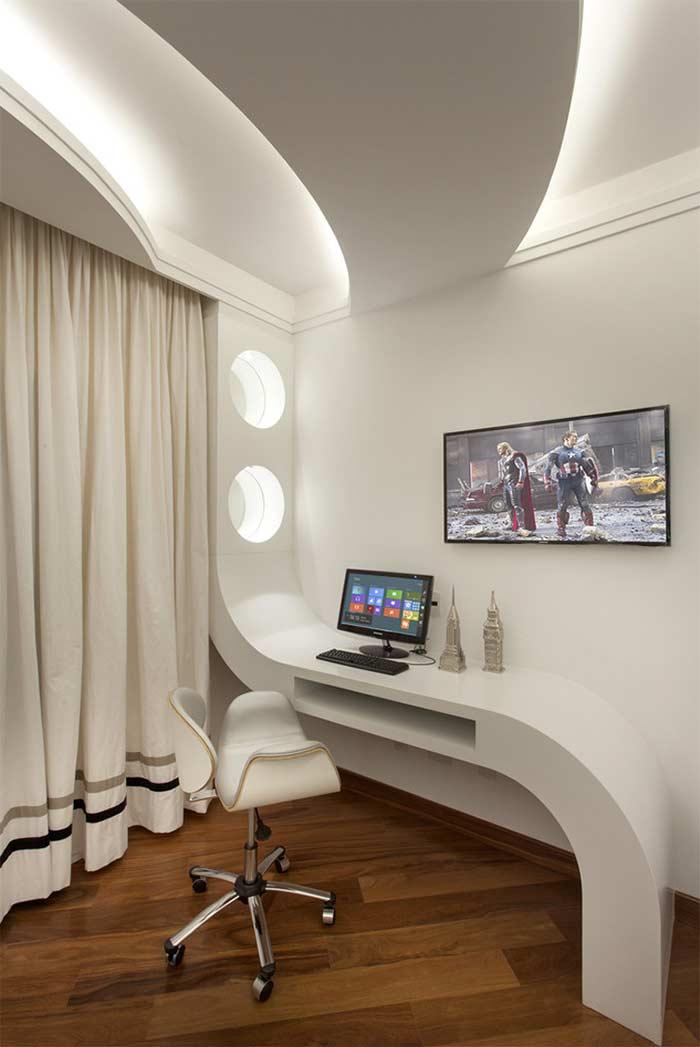 Home office dinâmico com teto de gesso