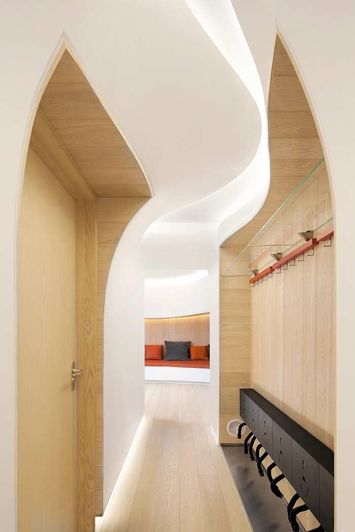 Arquitetura em todos os detalhes em ambiente com teto de gesso