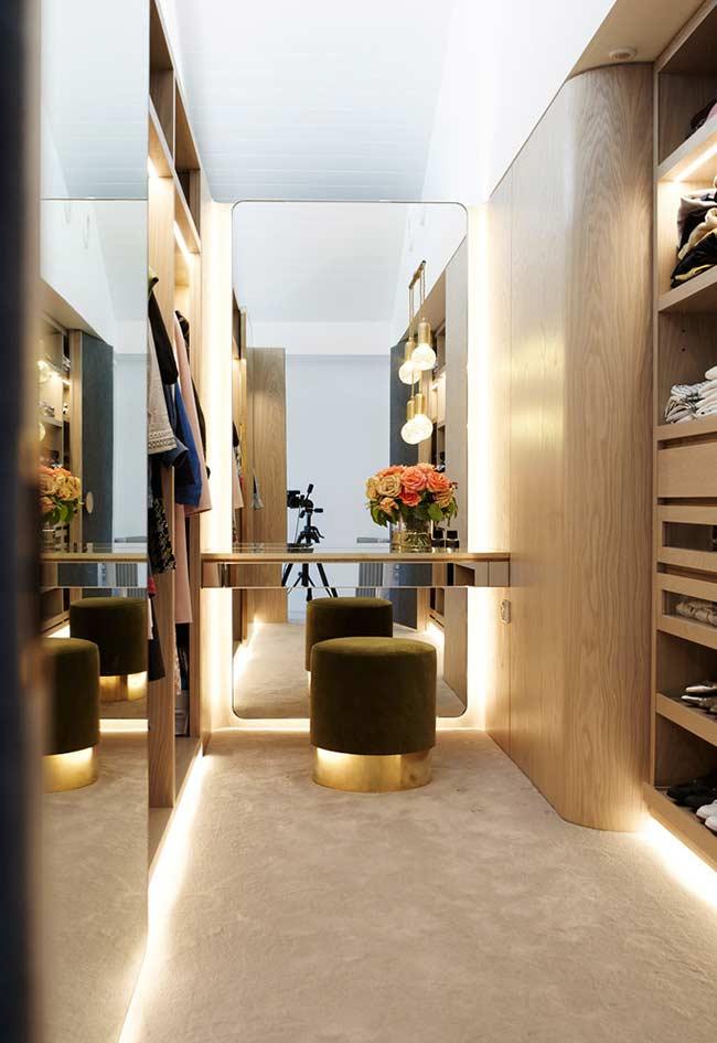 Iluminação em closet planejado