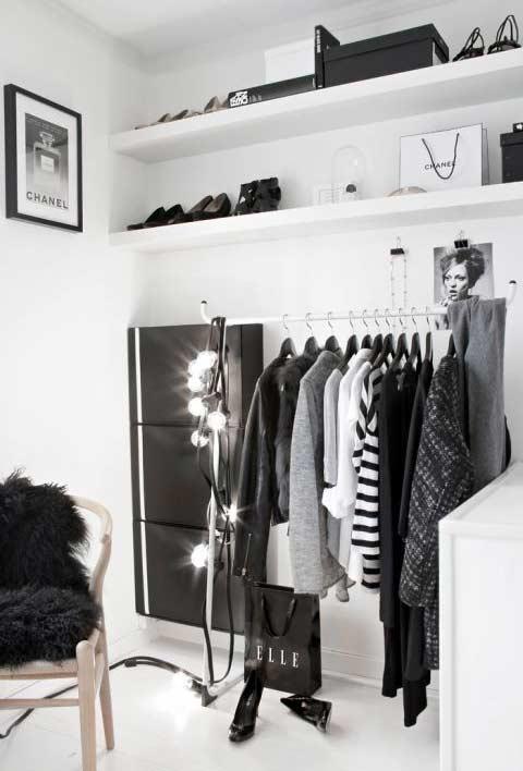 Closet planejado com espaço tipo estúdio