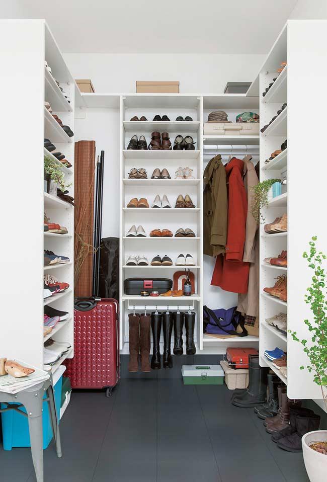 Closet com espaço para os casacos mais pesados