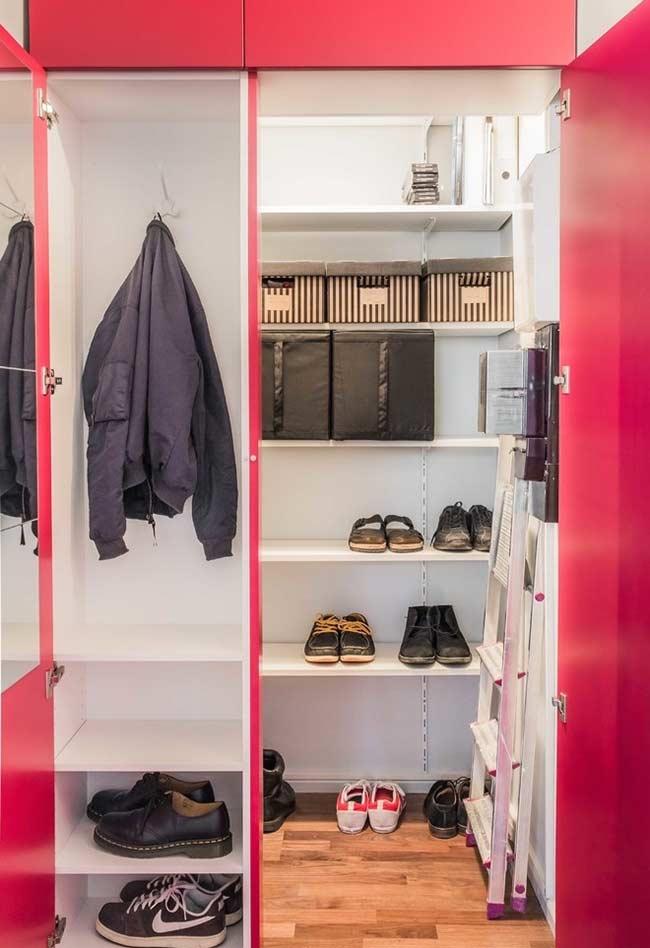 Closet simples para a entrada da casa