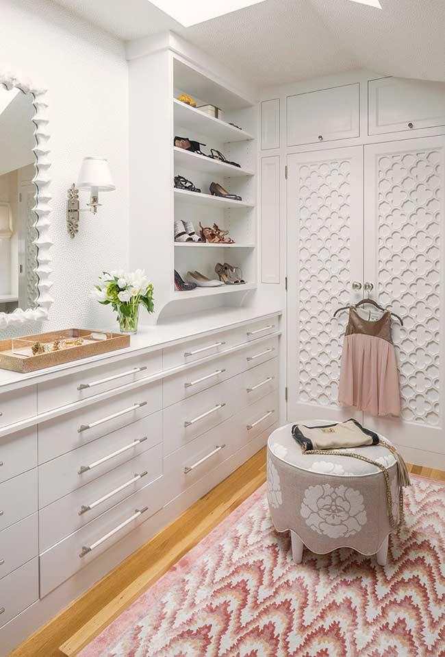 Closet feminino planejado e super delicado