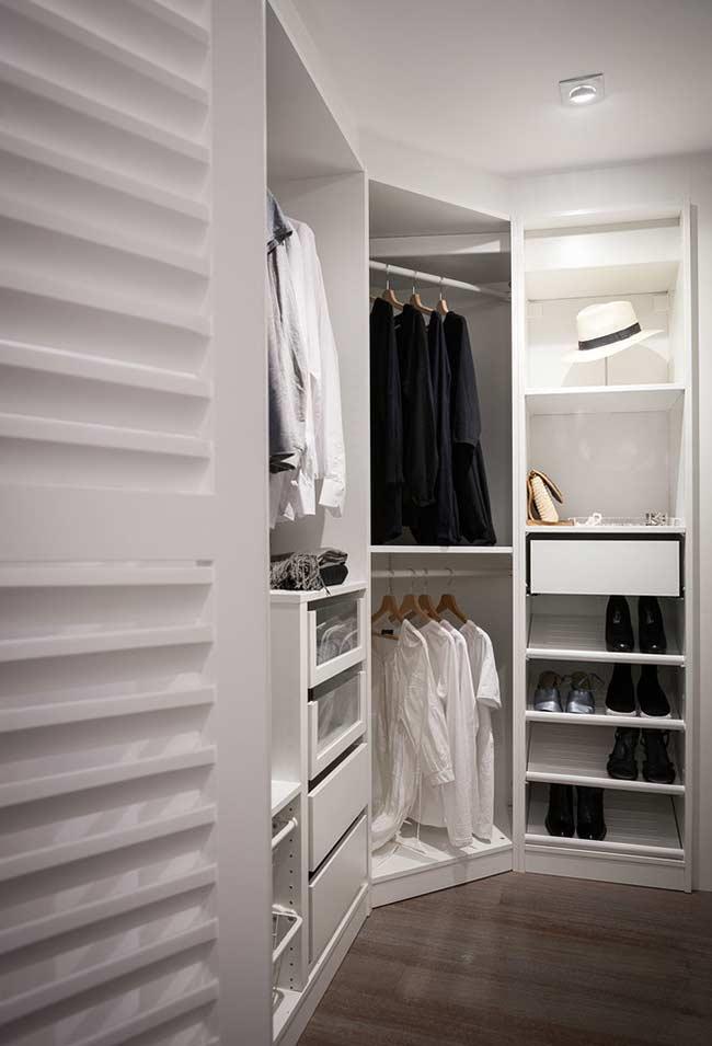 Nicho na diagonal em closet planejado