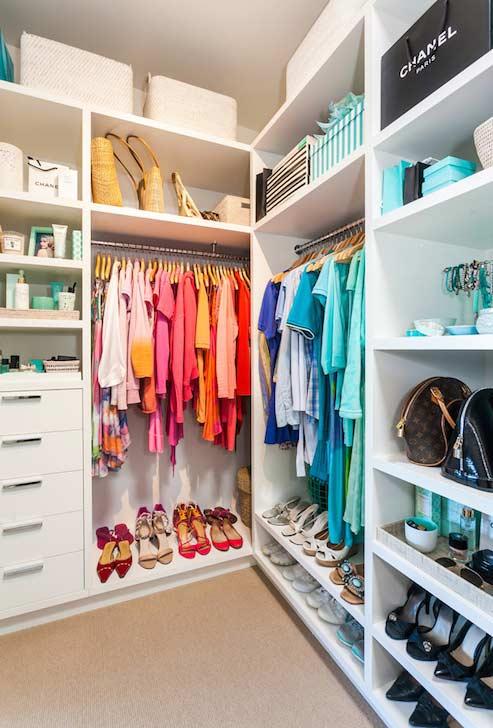 Closet planejado colorido