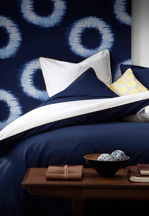 Azul marinho em combinação com o branco