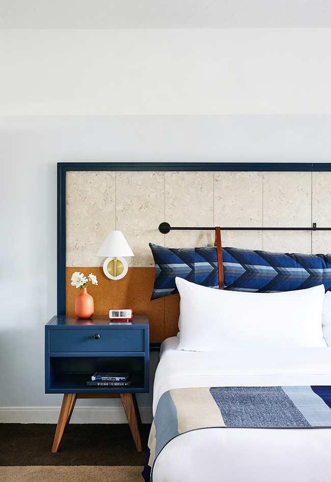 Combinação do azul com detalhes em laranja