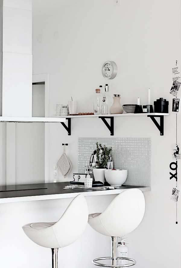 Cozinha americana com toque de minimalismo